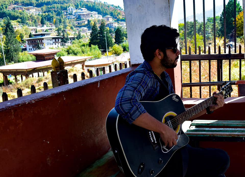 guitar_at_bus_stand@bhutan